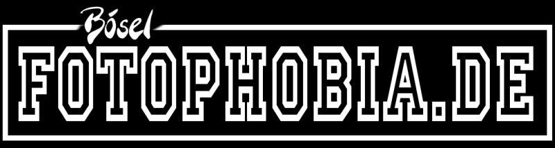 Lightroom Wasserzeichen mit Photoshop erstellt - fotophobia in weiss auf schwarz